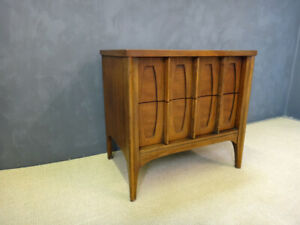 Kent Coffey - Townhouse - Mid Century Modern nightstand. Walnut 1950's 60's