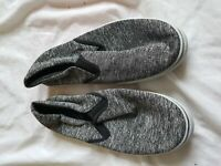 MENS RED FISH BLACK AND WHITE PUMPS SIZE 9