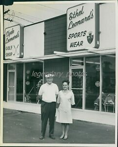 1960s Clyde & Ethyl Leonards Golf Shop Original News Service Photo