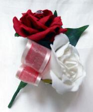 Fleurs, pétales et guirlandes rouge sans marque pour le mariage