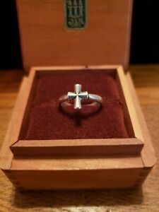 Retired JAMES AVERY Sterling Silver CROSS RING  Size 7