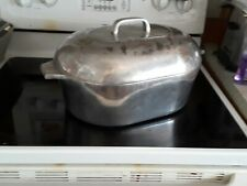 Magna Lite 13 Quart Roaster with trivet in good condition