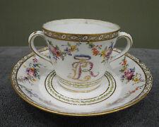 Exceptionnel ! Tasse à deux anses et sa sous-tasse 18ème en porcelaine de SEVRES