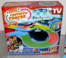 Fantastic Tracks Kinder LED Rennbahn Set Version 220 Teile + 1x Autos Tracks