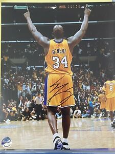 SHAQUILLE O'NEAL Autographed Signed 8x10 Photo Los Angeles LAKERS MAGIC - COA