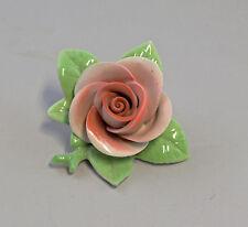 9944161 Porzellan Figur handmodell. Rose rosa Kämmer H4cm