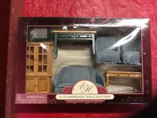 New American Heirloom  Miniature Collection Dollhouse Green/Oak 7 PC Living Room