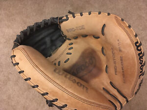 """Wilson A2000 32.5"""" Catchers Glove (A2403 Pudge) Black & Tan Right Handed Thrower"""