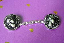Lovely silver metal Caesar's head cape toggle (chain 7 cms.)