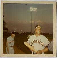 1965 WILLIE MAYS TYPE 1 SNAPSHOT PHOTO @ SHEA STADIUM - HOLDING BAT AT SUNSET