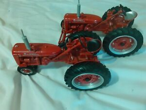 1998 ERTL 1/16 Scale Diecast McCormick Farmall Tractor Lot of 2