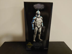 Sideshow 1:6 Scale Star Wars Republic Clone Lieutenant - Phase I Armor (Excl)