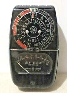 Viintage General Electric Expposure Light Meter model 8DW58Y4 WITH cASE