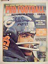 GALE SAYERS signed HOF '77 BEARS 1966 Football Illustrated sports magazine AUTO
