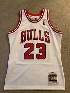 Authentic Mitchell & Ness 97'-98' Michael Jordan Bulls Home Jersey Size 40 M