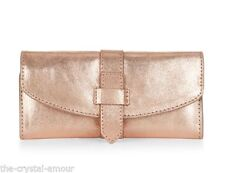 Accessorize Clutch Handbags with Inner Pockets
