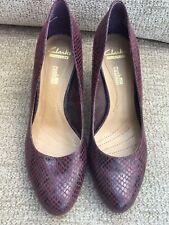cd09d5d64 Señoras Tribunal Zapatos Clarks Suave Cojín 5D Borgoña mezcla Serpiente  Diseño Buenas Cond