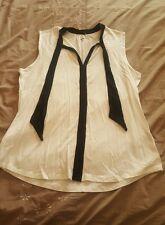 Khoko top size M - white short sleeve