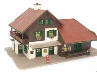 Bahnhof Reith mit Ausstattung und 2 Figuren BELEUCHTET Spur N D0440