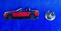 Mercedes Benz Pin SLK R170 glasiert rot - Maße 40x13mm