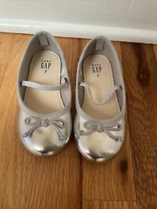 GAP Baby / Toddler Girls Size 7 US Silver Mary Jane Ballet Flats Shoes