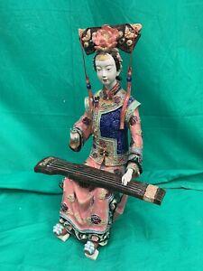 Statuette japonaise jouant du koto