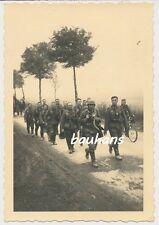 Foto Soldaten mit Gasmaske-Fahrrad 169. Infanterie-Division (p566)