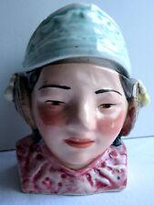 Ancien pot à tabac en céramique: Fille de Laponie avec ses protège-oreilles