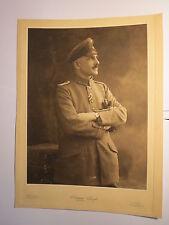 Bruxelles - Anvers - stehender Soldat mit Bart in Uniform  / Foto