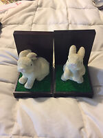 2 VINTAGE PORCELAIN WHITE BUNNY RABBIT WOOD BOOKENDS FIGURES!  IN GOOD CONDITION