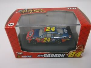 Winner's Circle Jeff Gordon #24 1:87 Dupont Car w/Hood Flames #70527