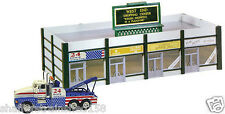 Model Power # 772 West End Shopping Center Lighted w/Figures/Truck HO MIB
