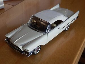 Danbury Mint 1957 Chrysler 300C Convertible. 1:24. Certificate and Box.