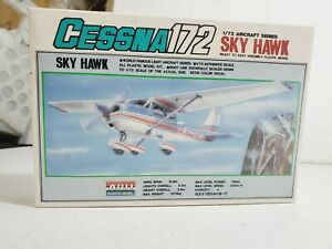 Arii Aircraft Series 1/72 Cessna 172 Sky Hawk Model Airplane Kit