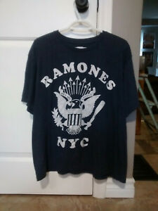 RAMONES EAGLE NYC DISTRESSED LARGE T-SHIRT! OFFICIALLY LICENSED NOT A REPRINT