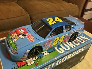 2000 Revell Collection JEFF GORDON #24 DuPont Peanuts 1/18 Scale Nascar Diecast