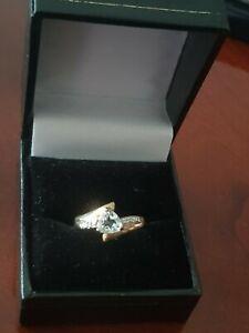Hallmarked 9CT GOLD TRILLION NATURAL AQUAMARINE DIAMOND RING SIZE N