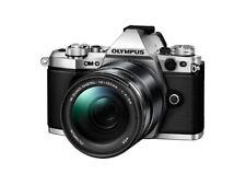 Olympus E-M5 MARK II, 14-150mm II, Systemkamera Silver - Objektiv Schwarz