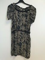 E978 WOMENS MAJE GREY BLACK BLUE PATTERNED S/SLEEVE SILK DRESS UK 6-8 FR 2