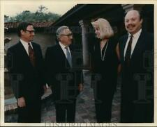 1994 Press Photo Secretary of State Henry Kissinger with Claudia & David Hatcher