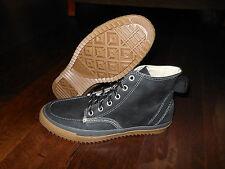 Converse size 9.5 43. Black Classic