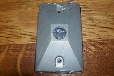 """American Electric Lampholder Cover 1 1/2"""" Tapped Holes W/Gasket & Mounting Screw"""