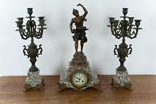 """A.RUCHO (19.Jhd), Kaminuhr mit zwei Leuchtern, """"Rosée"""", Bronze"""