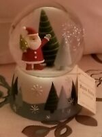 Christmas snowglobe - musical plays santa claus is coming to town