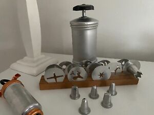 Vintage Mirro Pastry and Cookie Press 6 Decorator Tips and  11 Discs