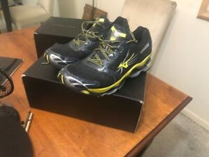 mens mizuno running shoes size 9.5 eu west delhi areas
