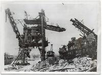 Der Hafen von Feodosia nach einem Bombenangriff. Orig-Pressephoto, von 1942