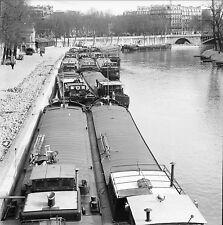 PARIS c. 1960 - Péniches le long des Quais - Négatif 6 x 6 - N6 P126