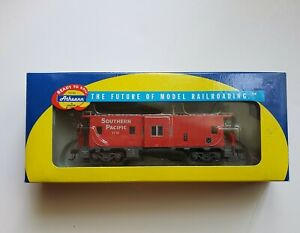 New HO Athearn 74664 SOUTHERN PACIFIC RR Bay Window Caboose #1741