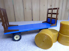 Flat BedDie-cast model tractor Ertl 1-32